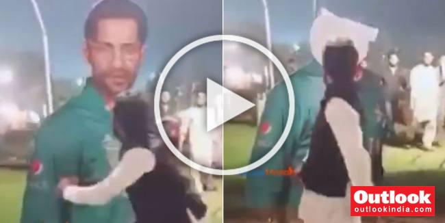 Angry Pakistani Fan Destroys Sarfraz Ahmed's Hoarding After Series Defeat To Sri Lanka - WATCH