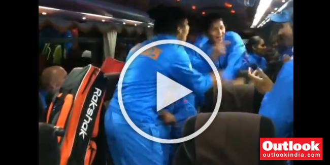 Indian Women's Hockey Team Dance To Shankar Mahadevan's Hindustani Song After FIH Series Final Triumph – WATCH