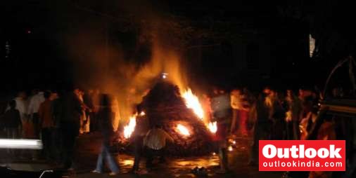 Up Mentally Deranged Woman Hides In Holika Bonfire