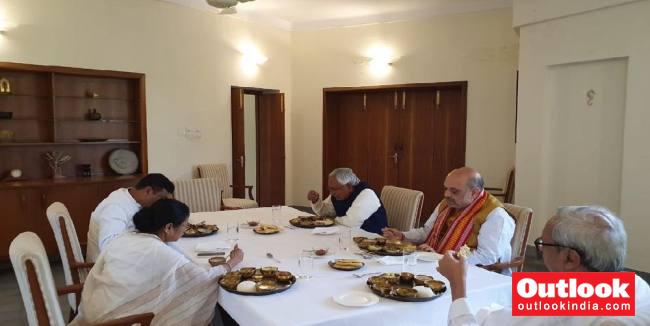 At Naveen Patnaik's Home, Amit Shah And Mamata Banerjee Have Lunch Together