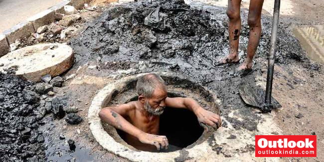'No Country Sends Its People To Gas Chambers To Die': SC Raps Centre On Manual Scavenging