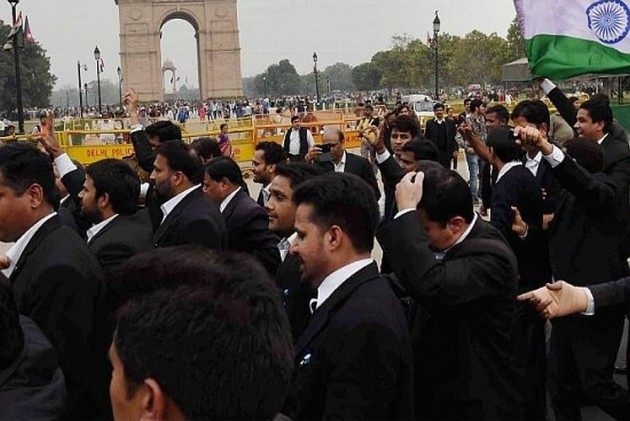 Almost Half Of Lawyers Roaming In Courts Across India Are Fake, Says Bar Council of India