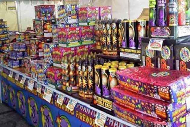 ban fire crackers Sc bans sale of fire crackers in delhi/ncr ahead of diwali ban to remain till nov 1[read judgment.
