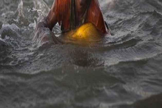 bangladesh-boy-swim
