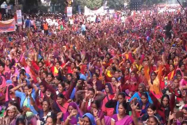 RSS Backed Bharatiya Mazdoor Sangh Holds Massive Rally Against The 'Anti-Labour Policies Of The Centre'