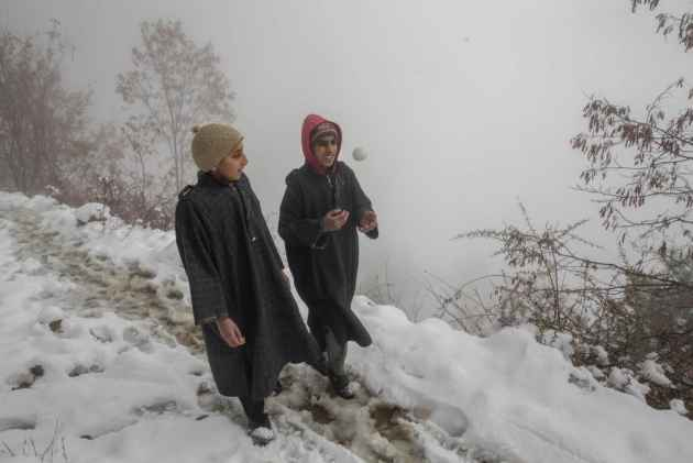 Kashmir plains received season's first snowfall