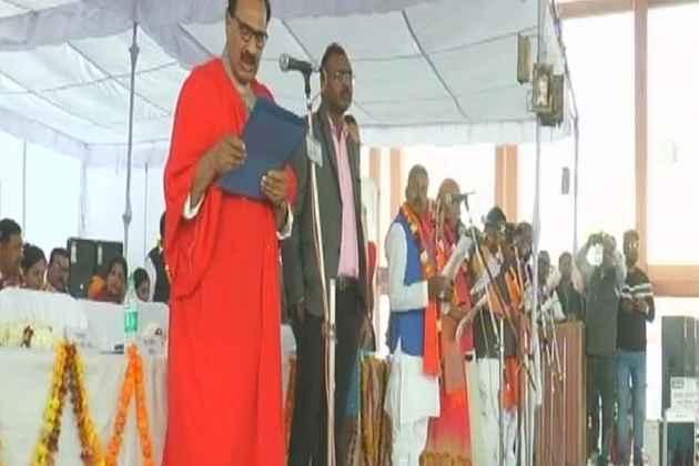 Scuffle Broke Out Between BJP, BSP Over Mayor Taking Oath In Urdu