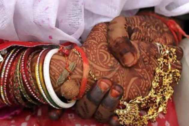 Centre offers 2.5 lakh rupees to inter-caste couples involving Dalit