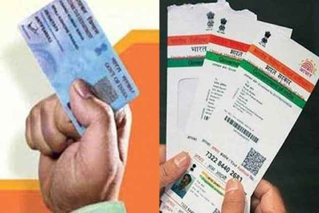 'There Is No Stay From The SC On Linking Aadhaar, Deadlines Are Valid': UIDAI