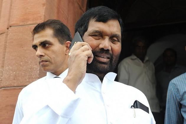 Service Charge In Hotels, Restaurants Voluntary, Not Mandatory, Says Ram Vilas Paswan