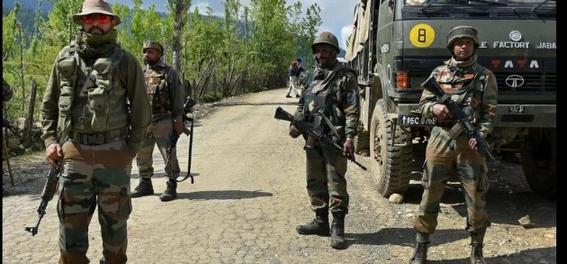 After Militants Rob Banks And Kill Cops, Army And Police Launch Massive Crackdown In South Kashmir