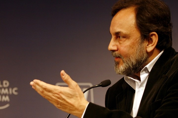 CBI Raid At <em>NDTV's</em> Prannoy Roy's Houses In Delhi and Dehradun, Case Registered Against Him