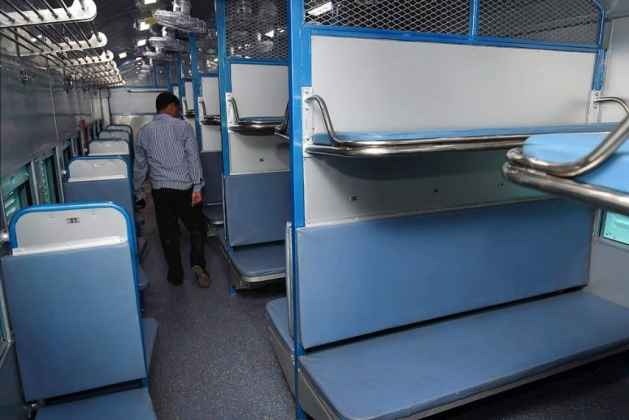 Blankets Not Washed in 6-26 Months: CAG Raps Indian Railways For Poor Sanitation, Dirty Linens