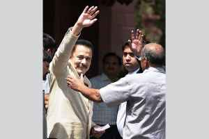 SC Asks Sahara Chief to Deposit Rs 1,500 Crore by Sept 7