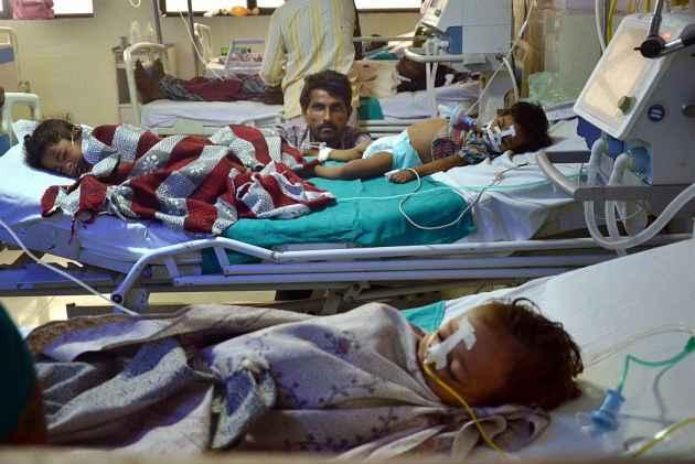 Gorakhpur Tragedy: CM Yogi Adityanath, Union Health Min J.P. Nadda Visit Hospital