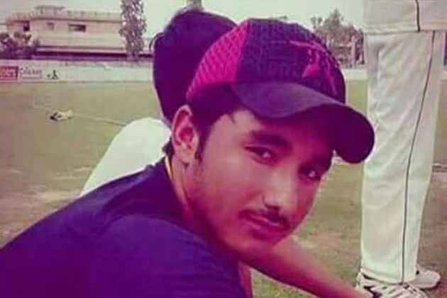 Cricketer Zubair Ahmed dies on field after being hit by a bouncer