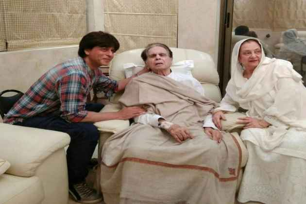 Shah Rukh Khan Visits Dilip Kumar, Saira Bano Shares Pictures On Twitter