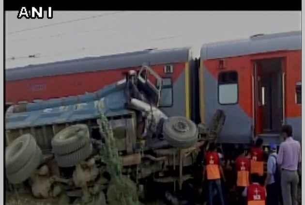 Kaifiyat Express derails in Auraiya, more than 70 injured