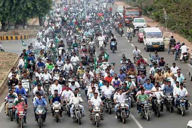 Odisha Ruling BJD's hartal turns violent, public inconvenienced - OdishaDiary