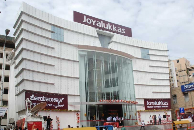 130 premises of Joyalukkas, MJ Gold raided across India