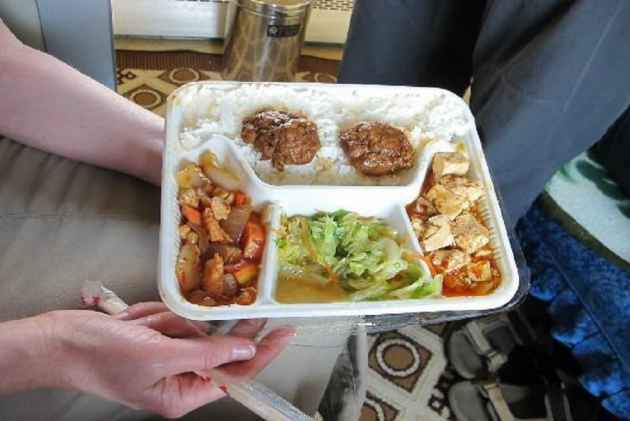 Railway Ministry Allows Private Companies To Supply Meals Directly To The Passengers