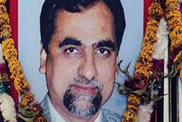 SC asks Maha govt to bring all records of Loya's death