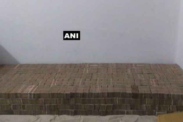 Demonetised notes worth Rs 100 cr seized in Kanpur