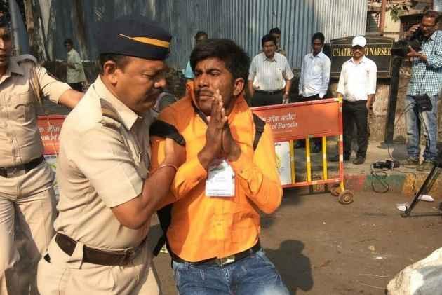 FIR against Jignesh Mevani, Umar Khalid for 'provocative' speeches in Pune