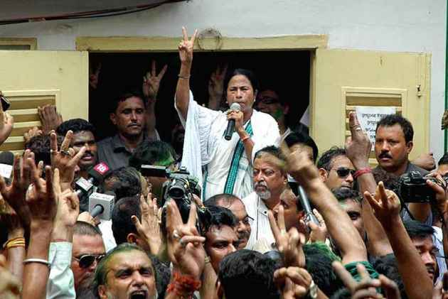 Mamata congratulates Sonia on Congress's showings in Rajasthan bypolls