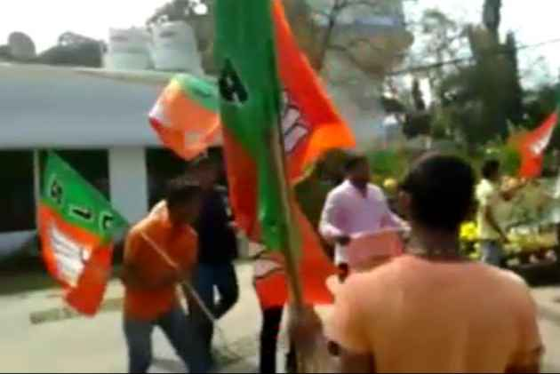 BJP activists vandalise residence of Odisha chief minister's private secretary