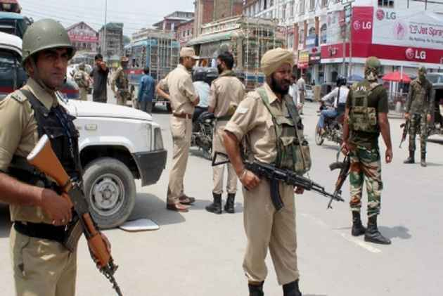 JK: Army opens fire on youths pelting stones in Kulgam, case registered