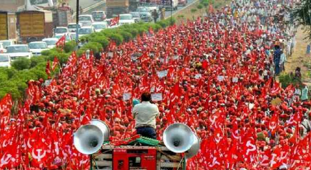 AIKS takes to streets in Thane, demands complete loan waiver