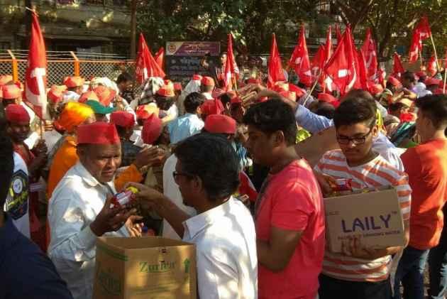 Maharashtra : Farmers of All Indian Kisan Sabha arrive in Thane