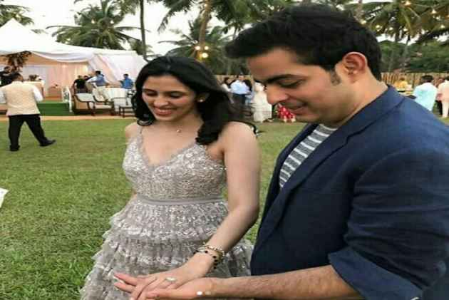Ambani scion Akash proposes to Shloka Mehta, pictures from the engagement revealed