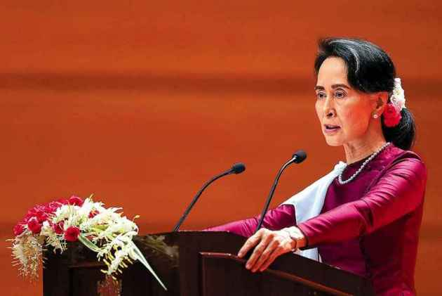 Suu Kyi stripped of prestigious award for her silence on Rohingya crisis