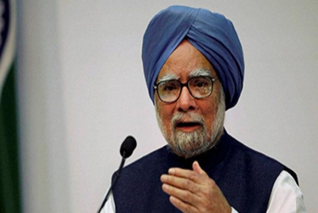 Economic Management of Modi Govt Eroding People's Trust on Banking System: Manmohan Singh