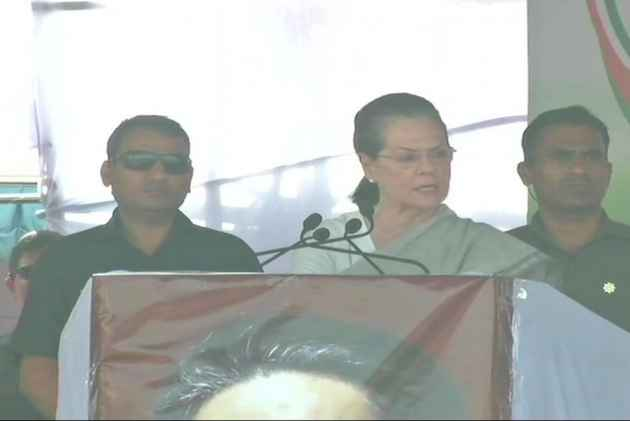 In First Poll Rally In Two Years, Sonia Gandhi Questions Modi's 'Sabka Saath, Sabka Vikas' Slogan, Says PM Speaks Like An Actor