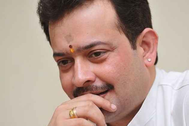 Bhaiyyu Maharaj: A Model-Turned-Godman Revered By Politicians