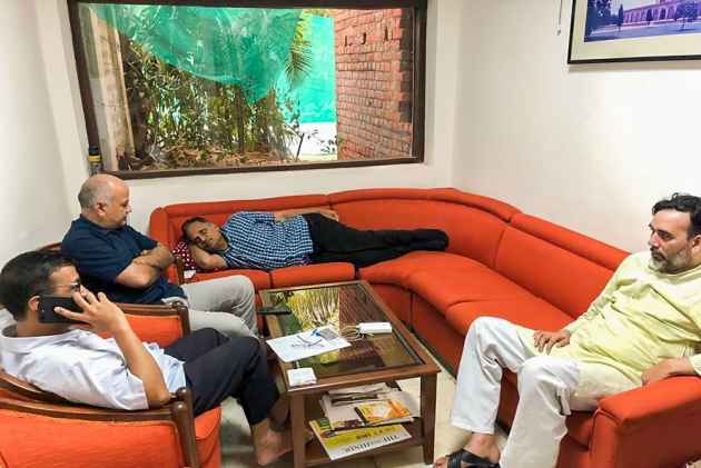 Deputy CM Manish Sisodia Begins Indefinite Hunger Strike As Kejriwal And Team Spend Another Day At LG Office