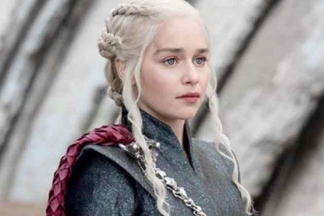 Emilia Clarke Bids Farewell To <em> Game of Thrones </em>