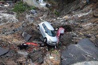 Heavy Rains Claim 4 Lives In Mumbai, Cars Buried As Wall Collapses