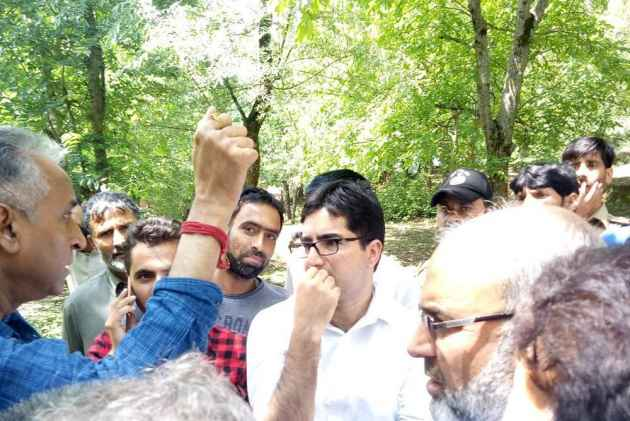 J&K IAS Officer Shah Faesal Defies Govt Diktat, Says 'I Am Not A Slave'