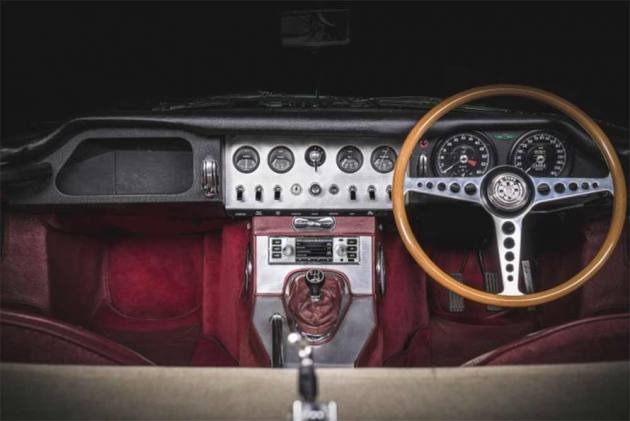 JLR Is Now Offering Retro-styled Modern Infotainment System