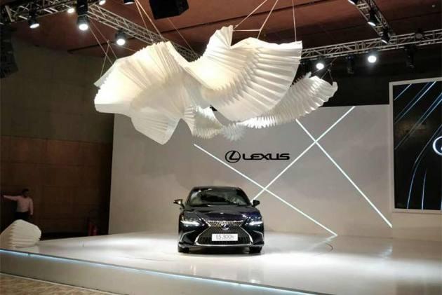 Lexus Showcases 2018 ES 300h