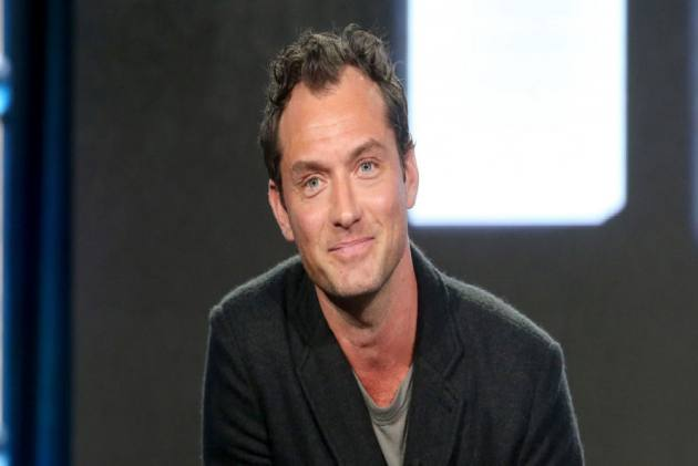 Jude Law Plays Devout Warrior In Captain Marvel