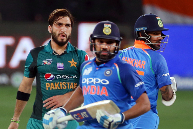 Image result for Shaheen Afridi & Usman Khan vs Rohit Sharma