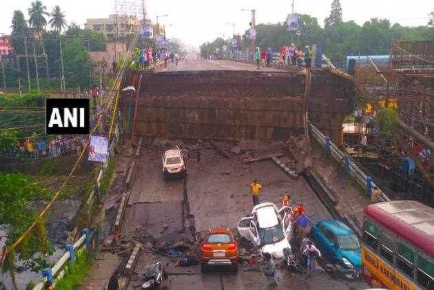South Kolkata's Most Crowded Bridge At Majerhat Collapses