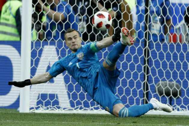 Two Nerve-Racking Shootout Games As Akinfeev Steals The Show And We Bid Adieu To A Legend