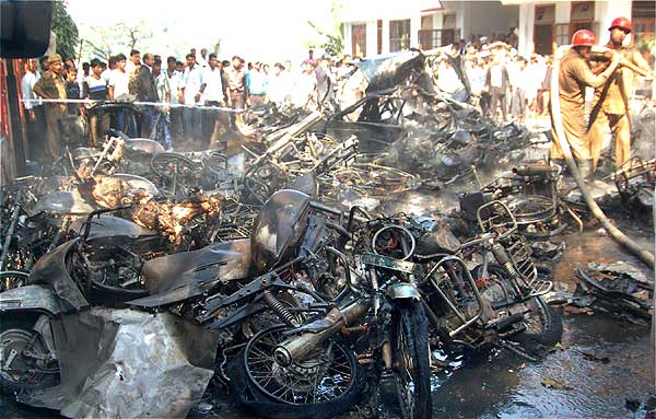 essay on bomb blast in mumbai The 1993 bombay bombings were a series of 12 bomb explosions that took place in at least 48 die in mumbai blasts in 2003 2003 report: why is mumbai a tempting.