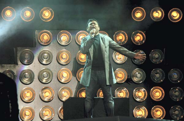 Wembley concert: Fans 'disappointed' as Rahman croons non